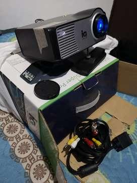Ganga Video BEAM proyector cómo nuevo, en caja con sus accesorios, se uso dos veces.