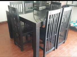 Juego de comedor. Mesa y sillas