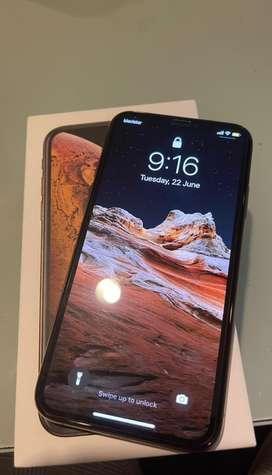 Iphone XS Gold, 256 GB, 9.5/10, $2,200,000
