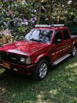 Se vende camioneta 4 puertas mazda modelo 1996