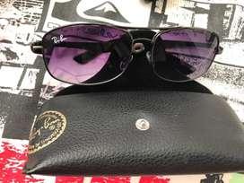 Gafas RayBan de lente morado degradado se entrega con el estuche original
