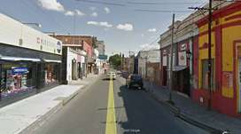 En Salta capital, macrocentro, calle Ituzaingó al 500 alquilo local comercial a la calle, con una superf. aprox. de 80 m