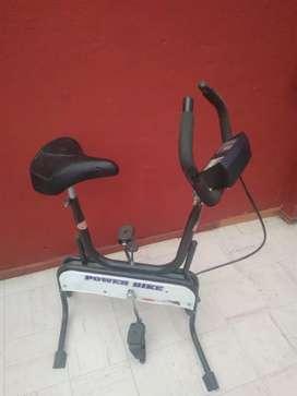 Maquina de abdominales, bicicleta y elíptica. Ganga.