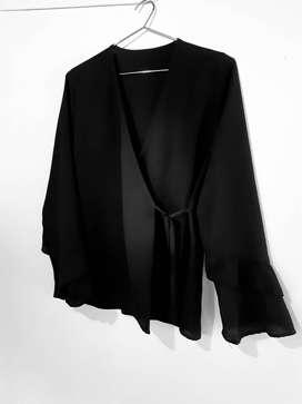 Blusa Cruzada de Creppe Talle M/L Negra  KARLAGEN9 todovendo_ya
