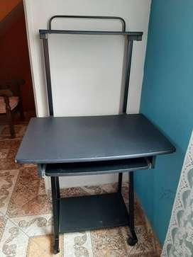 Mesa para computador de escritorio y silla
