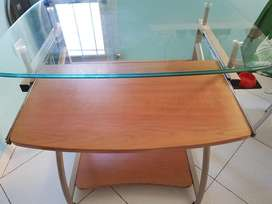 Mesa / Escritorio / Mueble para Computadora en Vidrio Templado.