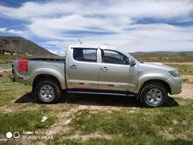 Vendo mi camioneta hilux 4x4 año 2013 turbo interculer