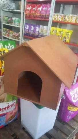 Fabricamos toda clase de rascadores y gimnasios para los felinos y también casas de todos los tamaños para tu fiel amigo