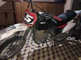 Hermosa moto nazca motor 1