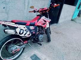 De oportunidad se vende moto sukida M250 con sus papeles en regla y matriculada al día 1000 negociable