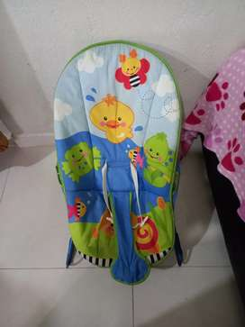 Se vende silla mesedora para bebe