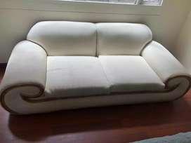Sofa dos puestos. Poltrona en ratan buena estructura