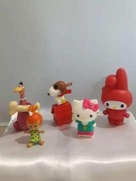 Muñecos Kitty, Snoopy y picapiedras
