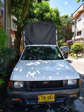 VENDO CAMIONETA ESTACAS CHEVROLET LUV BUEN ESTADO