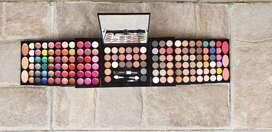 Vendo Caja de Maquillajes
