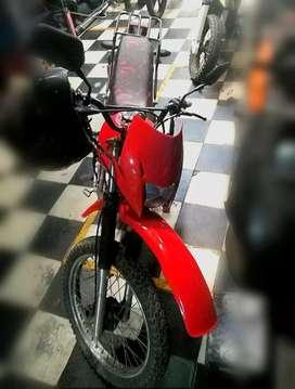 Hermosa Moto lineal 200