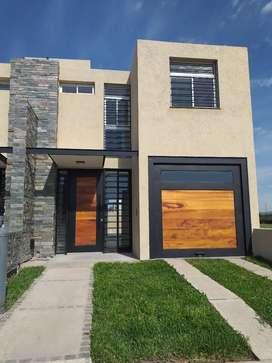 DOCTA,Espectaculares duplex en terrenos de 180m2, cada uno . Construccion tradicional, llave en mano, entre a vivir ya..