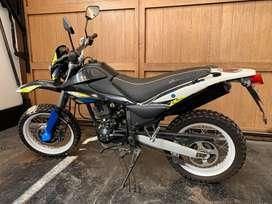Moto Todo terreno Italika DM150, Ideal Para delivery