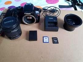 Cámara Canon EOS T3 con accesorios