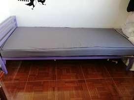 Se vende cama metálica sencilla.