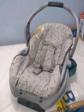 Vendo 2 Sillas de bebe para carro se escuchan ofertas