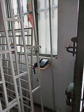 rejas con puerta y pasador de reja