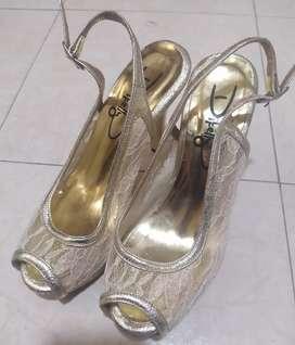 Zapatos elegantes usados