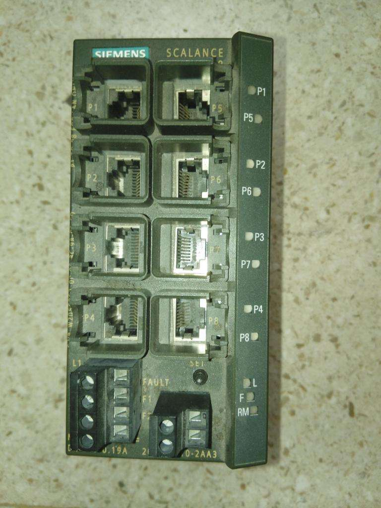 Switch industrial Siemens Scalance X208 usado 0