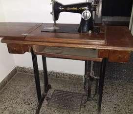 Maquina de Coser Vintage Marca Gardini