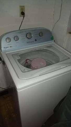 Lavadora tradicional en buen estado