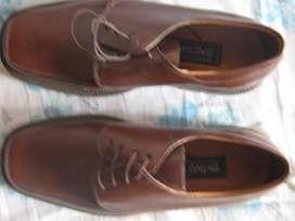 Par zapatos hombre nuevos en cuero talla 42