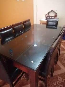 Vendo mesa de madera de 08 silllas