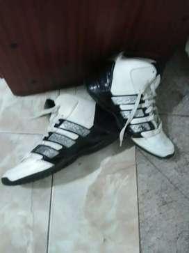 Zapatillas addidas abotinadas usadas