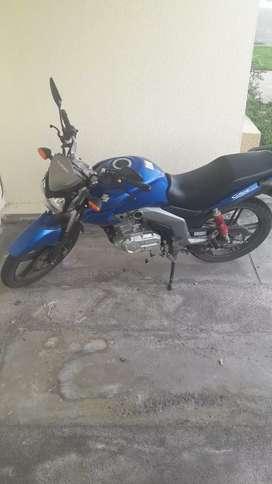 Vendo moto suzuki gsx 125 por viaje