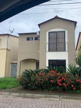 Casa en venta de excelente oportunidaden urb villa club casa