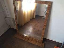 Espejo de madera tipo dresoire