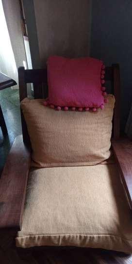 Vendo juego sillones algarrobo con almohadones