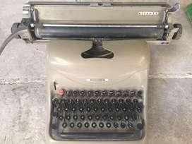 Maquina de Escribir Olivetti Vintage