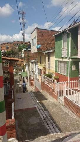 Venta de casa 3 pisos barrio santa helena