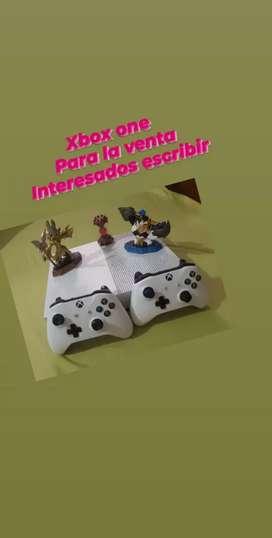 Xbox one s 1 tb+ 2controles