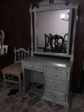 Tocador mujer con espejo y silla