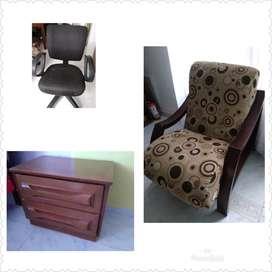 Silla de computador perfecto estado sillón y mesa de noche