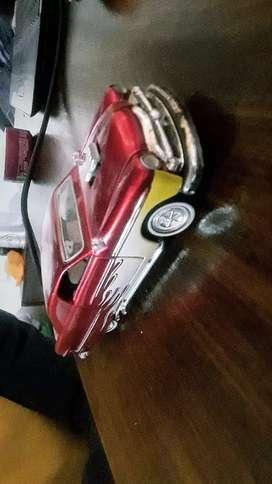 Auto antiguo cadillac v8 a escala