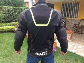Chaqueta ADT Addict hombre talla L en muy buen estado con sus protecciones y chaleco sin daños ni raspones