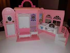 Maletín con Dormitorio y baño para Barbie impecable