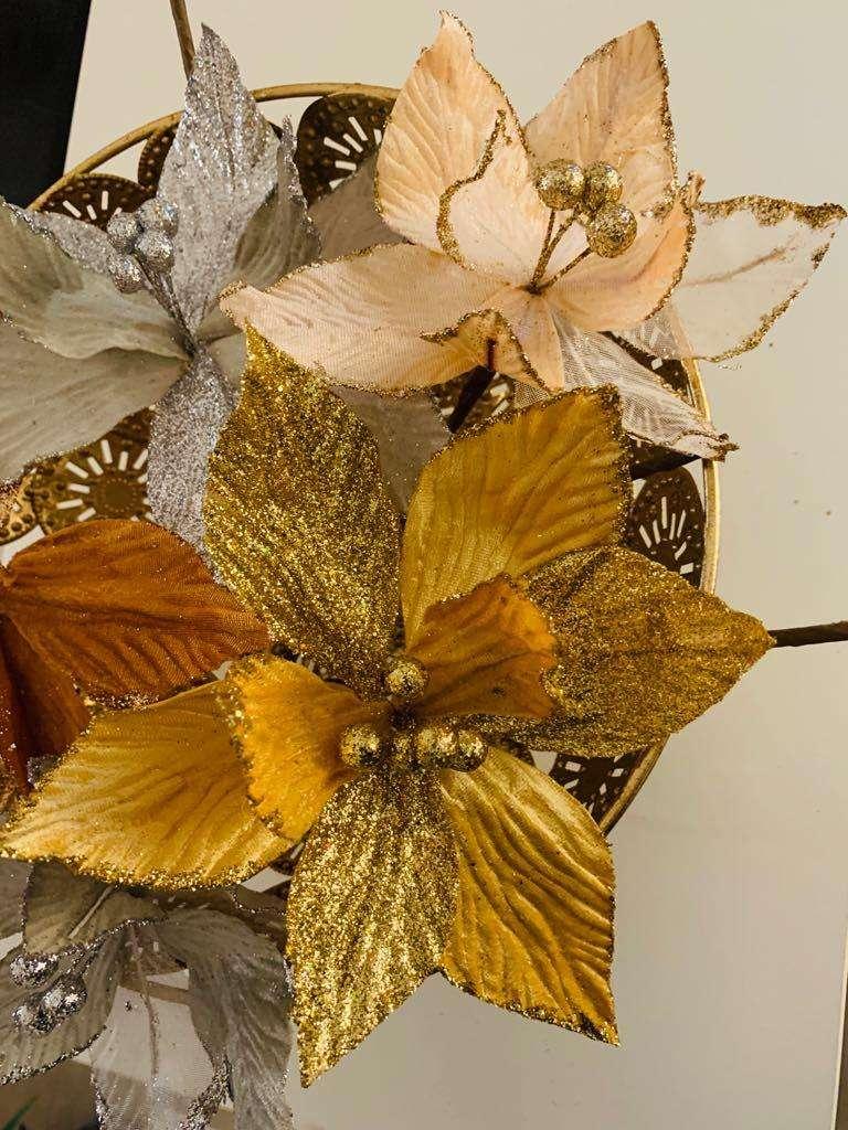 Hermosas flores navideñas en tonos muy elegantes! 0