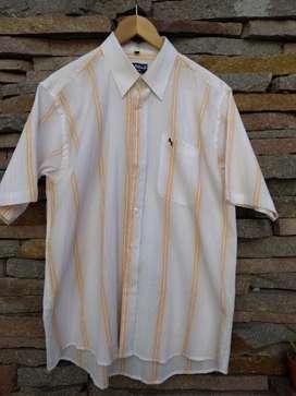 Vendo Camisa de Hombre Mangas Cortas.