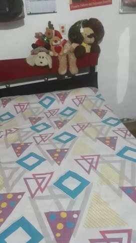 Se vende cama con colchon