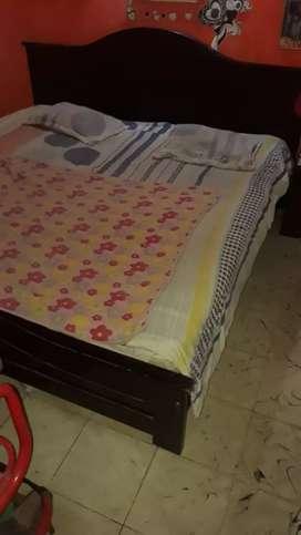 Vendo cama de 2x2 más mesita de noche