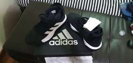 Vendo zapatilla adidas para basketball